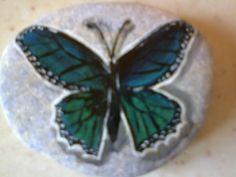 Farfalla dipinta su sasso - bomboniera x prima comunione di Miriam 10.05.2015 - Graziella Germano