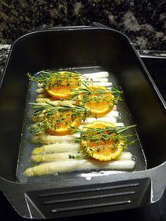 Orangen - Spargel mit frischen Kartoffeln und einer Mascarpone - Limetten - Sauce, ein gutes Rezept aus der Kategorie Dünsten. Bewertungen: 42. Durchschnitt: Ø 4,2.