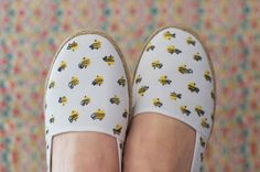 CHERRY ATELIER: Bee fabric shoes.