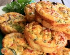 1 egg 1 extra egg white small amount of oil spray 1 rasher bacon, excess fat trimmed small handful of red or green pepper chopped onion 20 gm shredded parmesan cheese Mini Quiche Sans Pate, Mini Frittata, Mini Quiches, Diet Recipes, Vegetarian Recipes, Cooking Recipes, Healthy Recipes, Tapas, High Protein Breakfast