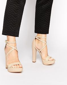 €136, Sandalias de Tacón de Cuero Beige de Windsor Smith. De Asos. Detalles: https://lookastic.com/women/shop_items/222784/redirect