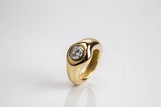 Diamantsolitär als Verlobungsring 18 Karat Gelbgold Ringschiene besetzt mit einem 1,07ct Brillant in Platinfassung, engagement  Auktioneum Spiegelgasse 19 1010 Wien