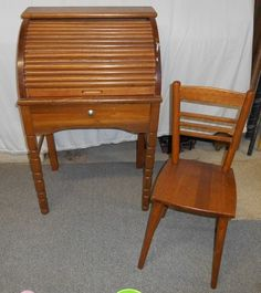 """Vintage wood roll top child sized oak desk 20.75""""Wx15""""Dx33.5""""H w/ coord chair 11""""sq x 27""""H (seat is 14.5"""" from floor)"""