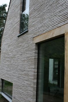 Gevelsteen HeylenCeramics: RT154 Mooie gevelsteen! Showroom terhagen Modern Architecture House, Architecture Details, Brick Images, Stone Masonry, Brick Facade, Brick Design, Villa, Building A New Home, Wall Cladding