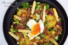 Recette de Salade tiède aux pommes de terre, asperges, lardons et oeuf mollet