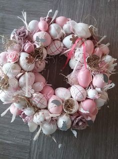 Christmas Wreaths, Spring Wreaths, Easter Table Decorations, Easter Treats, Spring Crafts, Spring Colors, Ornament Wreath, Holidays And Events, Easter Eggs
