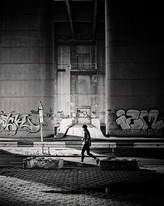 The Running Man.  #zwartwitfotografie #Rotterdam #bnw #citylife m #cityscape #sunrise #blackandwhitephotograhy #stadsgezicht #stadsbeeld #010 #zonsopkomst #jogging  #runner  #craftwerkman #hanszijffers #craftwerk #bridge #brienenoordbrug #filmnoir #graffiti by craftwerkman