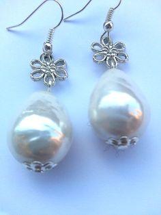 Handmade earrings made with white pearls & silver flower - Orecchini con perle barocche e fiore argentato - http://www.alittlemarket.it/orecchini/it_orecchini_flower_pearls_con_perle_barocche_e_fiore_argentato_-10104329.html