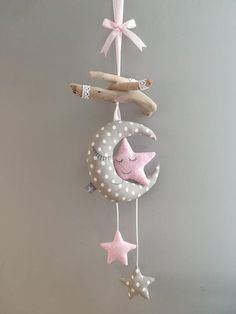 Mobile baby moon stars children's room decoration – Mobile Baby Mond Sterne Kinderzimmerdekoration – Mobiltelefon Baby Crafts, Felt Crafts, Diy And Crafts, Childrens Room Decor, Baby Room Decor, Room Baby, Baby Bedroom, Baby Mond, Unique Gifts For Girls