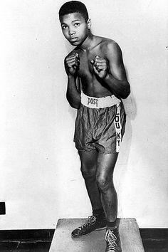 Cassius Clay em 1954, antes de mudar o nome e ser campeão, treinando como sparring na vizinhança.