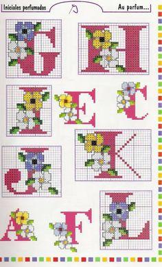 Arte by Cachopa - Ponto Cruz I: Monogramas com flores