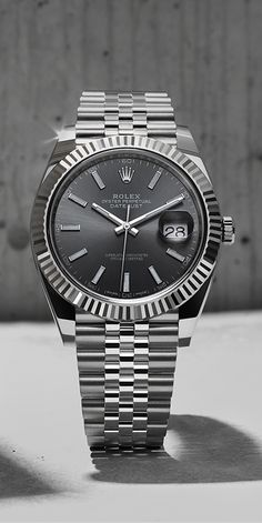 The Rhodium dial Datejust 41 in white Rolesor – a combination of 904L steel and 18ct white gold. Its crystal is made of virtually scratchproof sapphire.