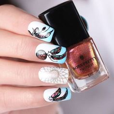 Simple dream catcher nail design. We have a photo gallery featuring cute and symbolic nail designs with a dream catcher. You have probably seen it in souvenir stores. Have you wondered about its origins, meaning, and purpose? This element may do you good if you decorate your porch with it or simply add it to your nail design. #dreamcatcher #naildesign #nailart