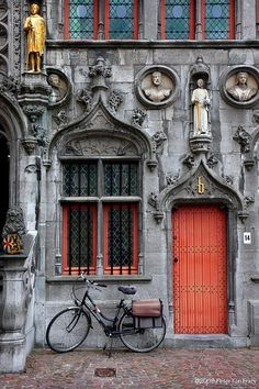 To be found in Brugges.  It would seem there is more to the Belgium imagination and design that I would have, at first, ever known ~ This a good thing as far as I am concerned ~ <3