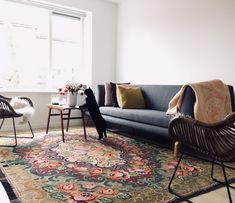 Rozenkelim, past prachtig in deze woonkamer.  #rozenkelim #vintage #woonkamer  Nice kilimrug in livingroom