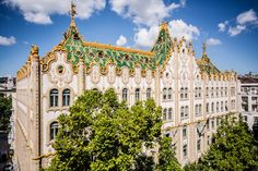 A walk in the past: 5 Art Nouveau gems in Budapest Examples Of Art, International Style, French Art, Walking Tour, Barcelona Cathedral, Fashion Art, Art Nouveau, The Past, Fair Grounds
