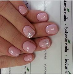 Light pink and gold nail designs light pink glitter nails Pink Glitter Nails, Light Pink Nails, Fancy Nails, Gold Nails, Cute Nails, Pretty Nails, Pink Shellac Nails, Pale Pink Nails, Light Colored Nails