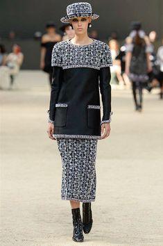 СОБЫТИЕ Прогулка по Парижу: Chanel представили коллекцию...