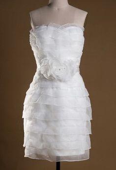 Vestidos de novia cortos para civil o para playa.