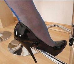 Mmmm the right heels to wear ! Sexy High Heels, Extreme High Heels, Beautiful High Heels, Sexy Legs And Heels, Black Heels, High Heel Boots, High Heel Pumps, Pumps Heels, Stiletto Heels