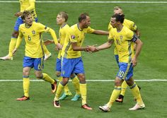 Sweden's players celebrates after Ireland scored an own goal during the Euro 2016 group E football match between Ireland and Sweden at the Stade de France stadium in Saint-Denis on June 13, 2016. / AFP / PHILIPPE LOPEZ