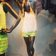 Love the neon lace in Window Displays, Neon, Summer Dresses, Street, Lace, Fashion, Neon Tetra, Moda, Summer Sundresses