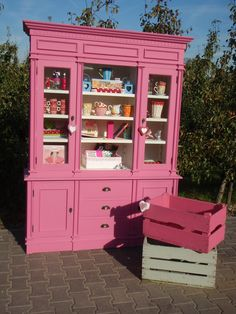 I will have pink furniture Cute Furniture, Pink Furniture, Upcycled Furniture, Shabby Chic Furniture, Furniture Making, Furniture Makeover, Painted Furniture, Repurposed China Cabinet, House Of Gold