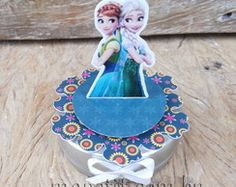 Latinha Frozen Fever Mint To Be Tag 3D Festa Frozen Fever, Mint, 3d, Christmas Ornaments, Holiday Decor, Christmas Jewelry, Christmas Decorations, Christmas Decor, Peppermint