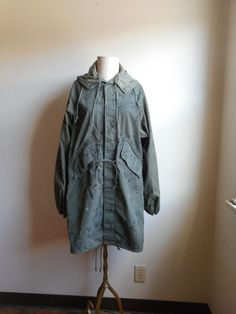 vintage army military night field jacket camouflage parka Fishtail Parka, Field Jacket, Best Wear, Fashion Wear, Army Green, Camouflage, Button Up, Raincoat