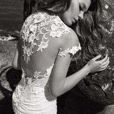 Que te parece la espalda de este vestido de @adishlomo.bridal? A nosotras nos tiene . Será nuestra diseñadora invitada del 27 de nov al 4 dic. Yo no me quedaría sin probarme estas maravillas... . . . #wedding #weddings #brides #bridalgown #bridalfashion #savethedate #boda #weddingdress #weddinginspo #weddinghair #weddingphoto #mariage #weddingdresses #weddingtime  #love #madrid #followme #matrimonio #fashions #fashion #bride #weddinginspiration #weddingideas #weddingstyle #свадьба #невеста