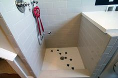 Mudroom Dog Shower - Design photos, ideas and inspiration. Amazing gallery of interior design and decorating ideas of Mudroom Dog Shower in garages, laundry/mudrooms by elite interior designers. Pet Washing Station, Dog Station, Dog Kennel Cover, Diy Dog Kennel, Dog Kennels, Dog Shower, Shower Floor, Tile Floor, Built In Dog Bed