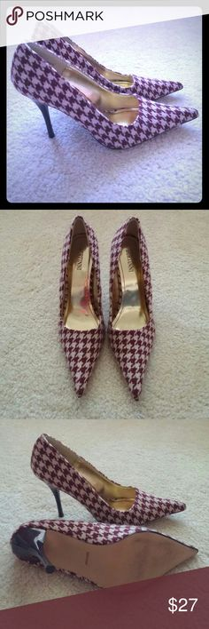 BERTINNI Houndstooth Heels Gorgeous houndstooth print heels. 3.5 in heel. Burgundy with a hint of purple and cream woven material. Size 7. Style Lively. Only worn a few times. In great condition! Bertinni Shoes Heels