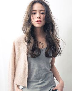 If you are worried about the volume of your hair, why not try this hairstyle? - All For Colors Hair Very Short Hair, Short Wavy Hair, Curly Hair Tips, Curly Hair Styles, Medium Long Hair, Medium Hair Styles, Medium Curly, Korean Wavy Hair, Asian Hair Perm