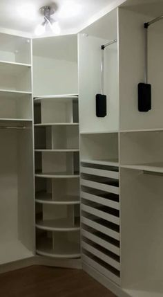 Closet Casal Apartamento Pequeno 25 Ideas For 2019 Wardrobe Room, Wardrobe Design Bedroom, Master Bedroom Closet, Closet Renovation, Closet Remodel, Walk In Closet Design, Closet Designs, Dressing Design, Closet Layout