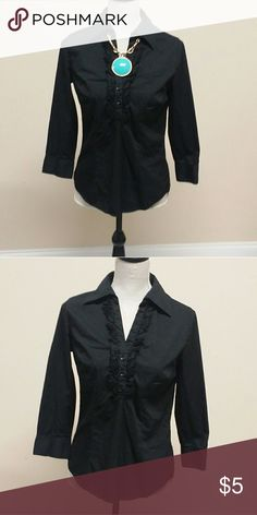 Ruffled Button Up Top The Go-To black blouse. Add some statement jewelry and dress it up! Tops Blouses