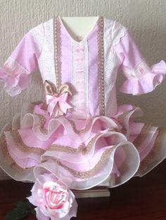 Ademas de los mas clasic@s , en otros colores tambien muy dulces.....                                                     ... Little Girl Dresses, Little Girls, Girls Dresses, Frock Design, Diy And Crafts, Crochet, Cute, Baby, Baby Dresses