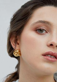 Ear Jewelry, Photo Jewelry, Jewelry Accessories, Women Jewelry, Jewelry Design, Stylish Jewelry, Unique Jewelry, Gold Chain Design, Jewelry Photography