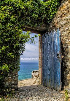 """lasuitedanslesidees: """" (via 500px / The Sea Door by Eamon Gallagher) """" hid"""