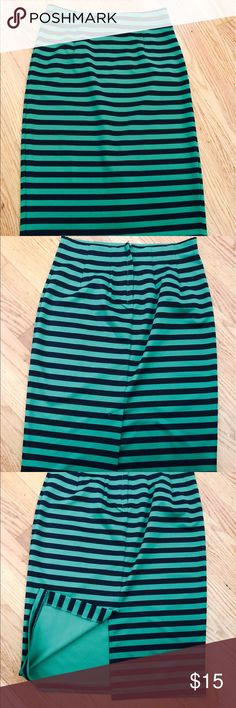 """💚Forever 21 Black & Green Pencil Skirt🖤 Great, stretchy pencil skirt.. looked great with the black peplum top (I also have for sale). It is a size medium but its forever 21 so it's more like a small/medium. There is a 5"""" slit in the back on the bottom. Zipper works great too! Forever 21 Skirts Pencil"""