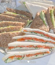 lekker sandwich recept These tasty sandwiches should not be missing from a classic high tea (or actually afternoon tea), but also taste great during lunch, or … High Tea Sandwiches, Sandwiches For Lunch, Delicious Sandwiches, Sandwich Recipes, Appetizer Recipes, Dip Recipes, Subway Sandwich, Good Food, Yummy Food