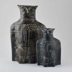 2 ceramic owls designed by Bertil Vallien Ceramic Owl, Vintage Ceramic, Vintage Theme, Scandinavian Design, Vintage Designs, Painted Furniture, Ceramics, Vase, Rustic