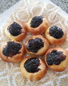 Ako na pravé moravské koláče s tvarohom a slivkovým lekvárom? - Akčné ženy Cheesecake, Desserts, Food, Basket, Tailgate Desserts, Deserts, Cheesecakes, Essen, Postres