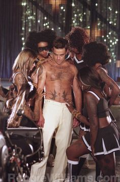 "Robbie Williams- capture from video ""Radio"""