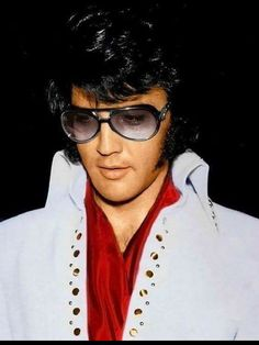 Handsome Elvis early 1970's
