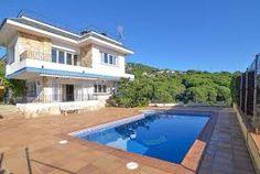 Comfortabele gezellige villa met privé zwembad, terras, balkon en barbecuezone.