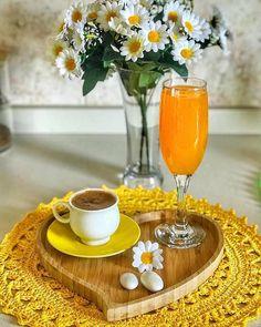 Coffee Cup Art, Coffee Latte, My Coffee, Good Morning Coffee, Coffee Time, Tea Time, Protein Breakfast, Breakfast Recipes, Yellow Cups