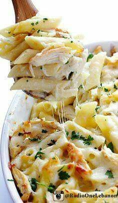 Chicken Alfredo Baked Ziti ~ Delicious chicken and pasta are tossed in alfredo sauce and baked to cheesy perfection. Italian Recipes, New Recipes, Dinner Recipes, Cooking Recipes, Favorite Recipes, Healthy Recipes, Healthy Meals, Healthy Food, Snacks
