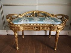 Antique French Furniture, Classic Furniture, Luxury Furniture, Entry Furniture, Furniture Decor, Furniture Design, Lounges, Vintage Sofa, Rococo Style
