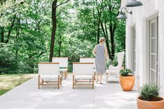 I fell head over heels in love with this home the minute I saw the tiniest of peeks oninstagram. And I should have known I would. The folks beyond this gorgeous abode are such a dream team. Withthe interior design