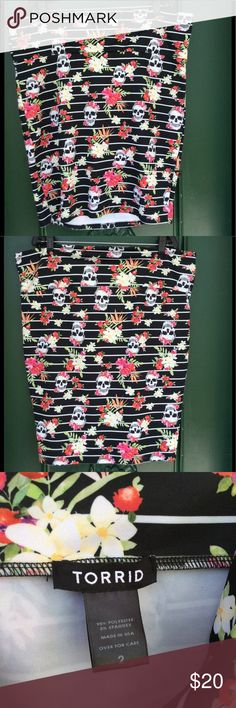 ☠️ ~Tropical Skull Pencil Skirt ~ ☠️ I would imagine you would wear this to a the Tiki Bar with some fun wedge heels and a cute cami. Maybe throw on a floppy hat. It is almost hard to part with this skirt I love it so much but I don't wear it much anymore. It is still in like new condition. It holds up very nicely. torrid Skirts Pencil